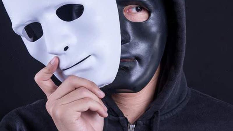 """Sous le masque ; le """"visage"""" !"""